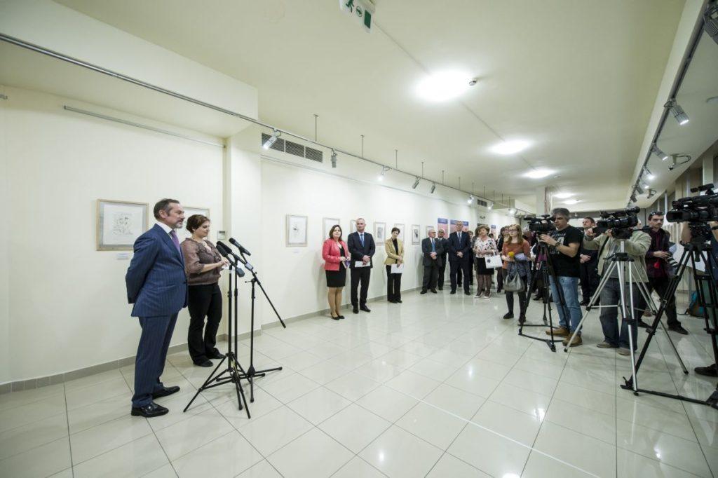 Éric Fournier, Franciaország magyarországi nagykövete mondott köszöntőt a kiállítás megnyitóján (MTI Fotó: Komka Péter)