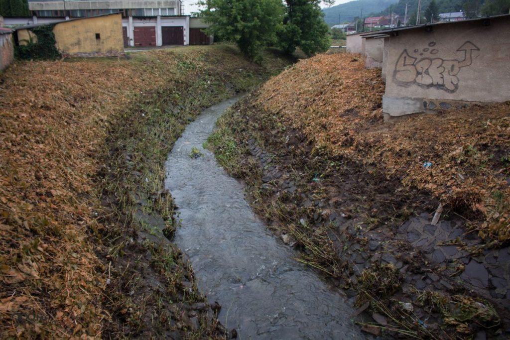 3100.hu Fotó: Még szombaton délelőtt is jól látszott, mekkorára duzzadt pénteken délután a Tarján-patak