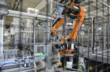 Gyártósor a NIDEC GPM Hungary Kft. új berceli üzemcsarnokában (MTI Fotó: Komka Péter)