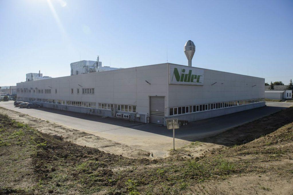 A NIDEC GPM Hungary Kft. új üzemcsarnoka Bercelen (MTI Fotó: Komka Péter)