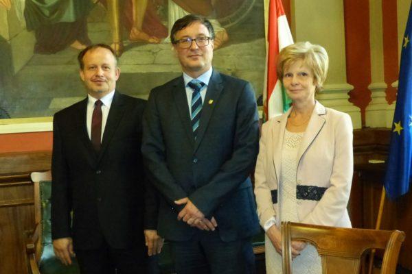 Gembiczki Ferenc, a Salgótarjáni Szakképzési Centrum főigazgatója, Dr. Heidrich Balázs, a BGE rektora és Juhászné Janik Beatrix, a Táncsics Mihály Szakgimnáziuma igazgatója