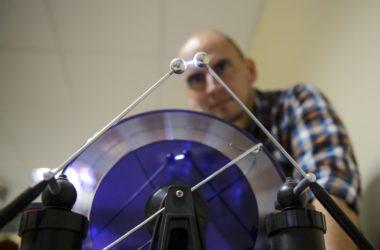 Egy elektromos szemléltető eszköz a természettudományos ismereteket játékos formában terjesztő Pegazus Élményközpontban (Fotó: MTI/Komka Péter)