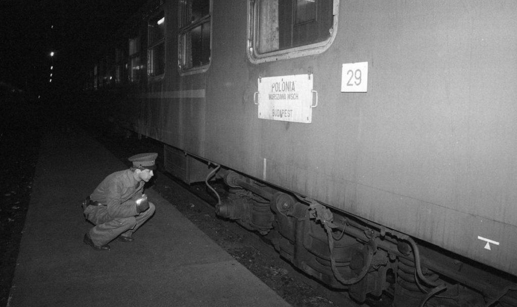 Polonia expressz ellenőrzése a somoskőújfalui vasútállomáson, 1981-ben (Fotók: Fortepan/Urbán Tamás)