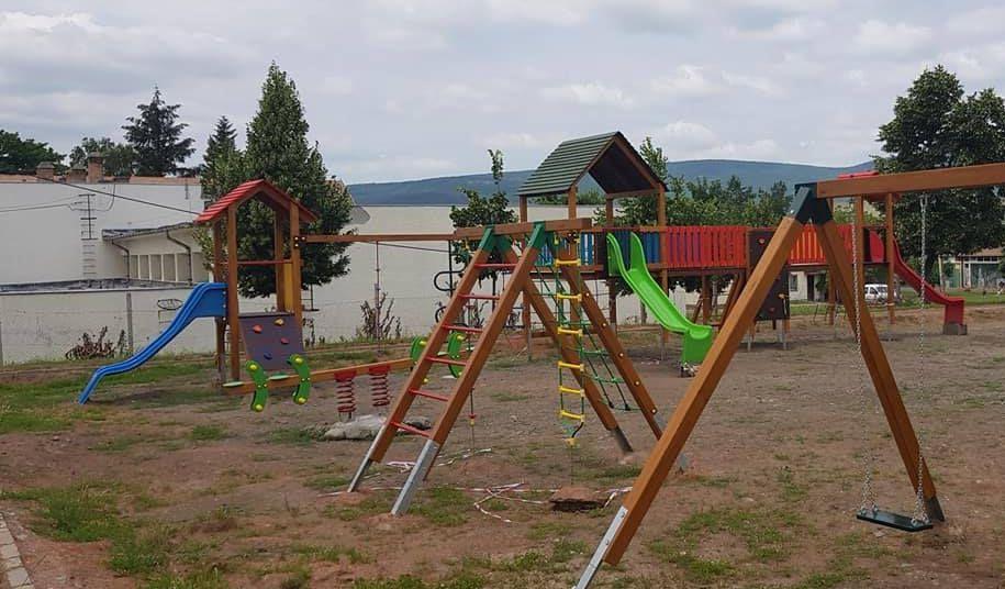 Iskolai játszótér