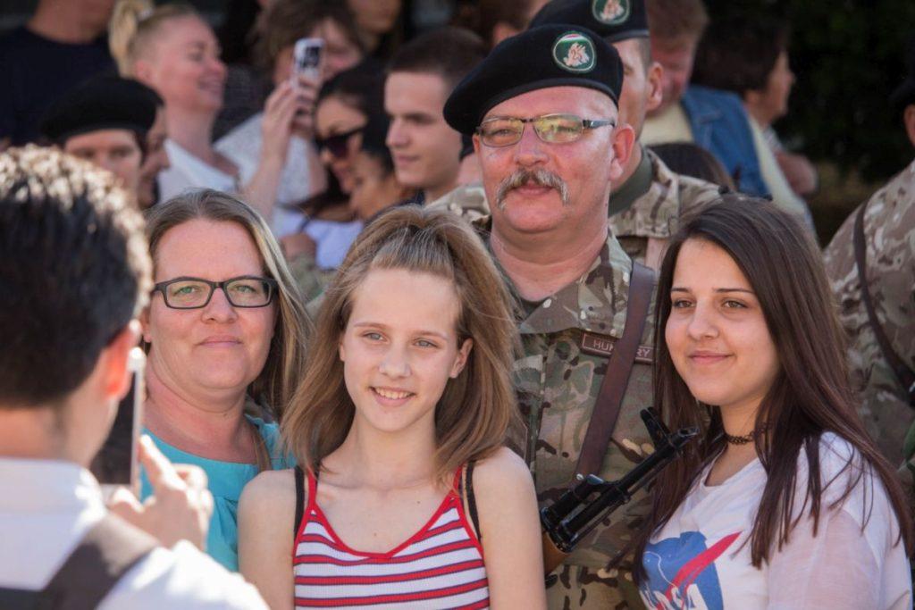 Önkéntes területvédelmi tartalékos katonák eskütétele Szécsényben (Fotó: Nógrád Megyei Kormányhivatal)