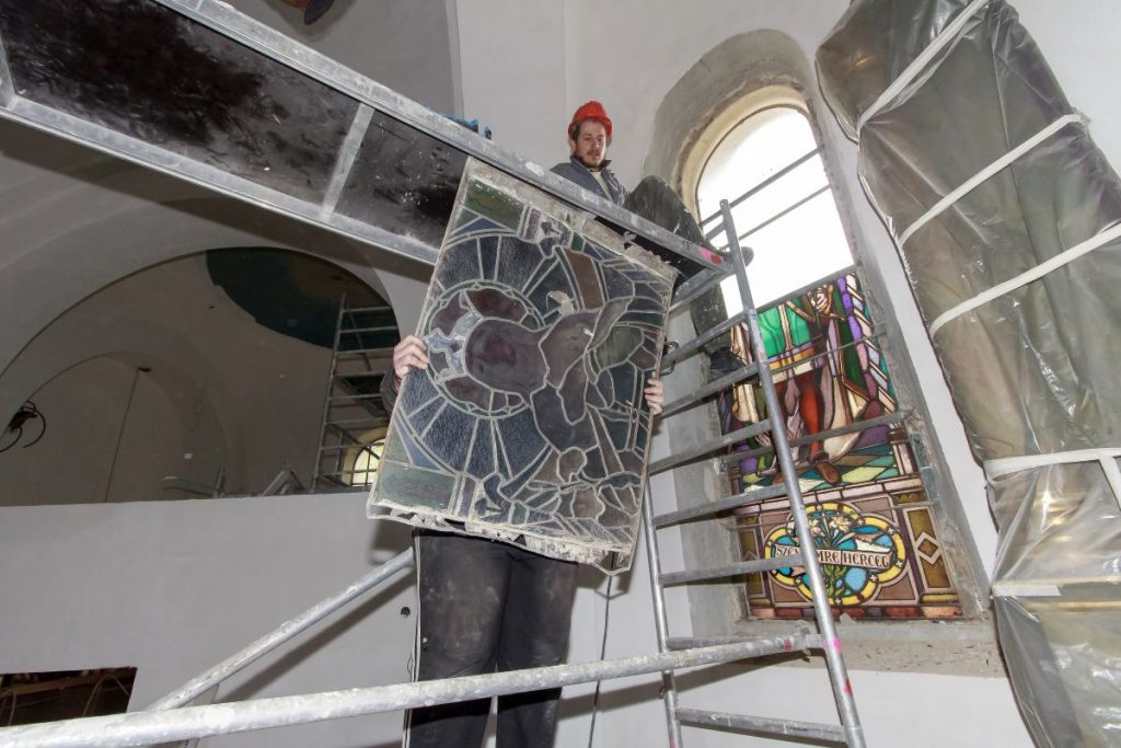 Zajlik a salgótarjáni főplébánia templom felújítása (Fotó: Viskárdi Péter)