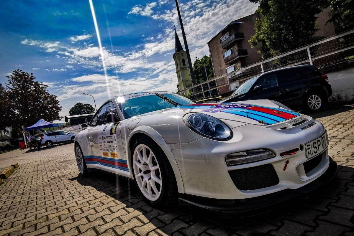 A híres Porsche 911 is rakoncátlankodott Rafael Tamás és Vadász Sándor alatt. Ózdon a második (és etap miatt egyben első) Királdi körgyorson megállt alattuk, így az aznapi versenyt fel kellett adniuk. (Fotó: Csikó Milán | Instagram)