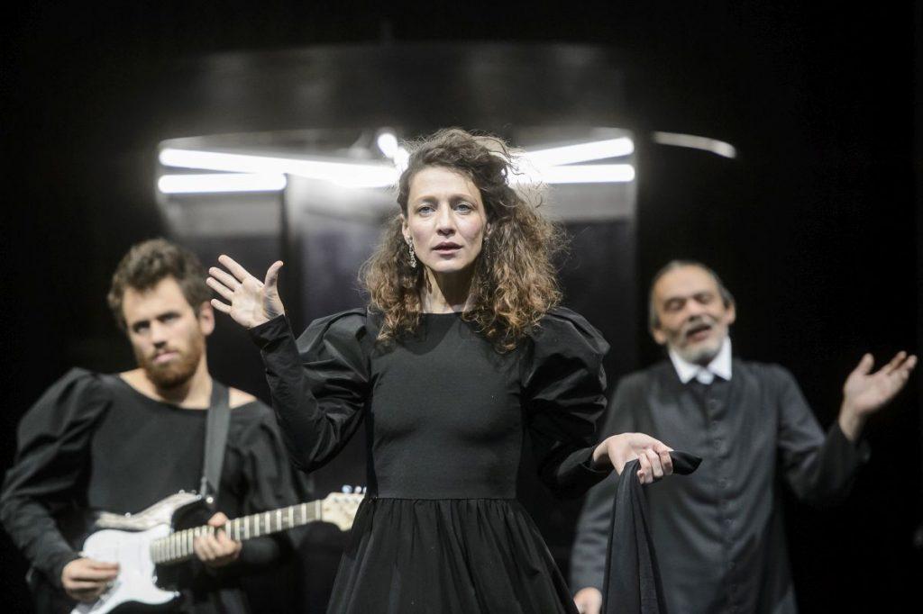 Pető Kata Olivia szerepében az Amit akartok című komédiája próbáján a salgótarjáni Zenthe Ferenc Színházban (Fotó: MTI/Komka Péter)