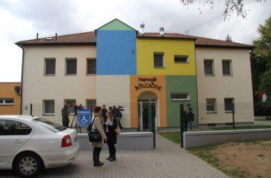 A felújított Napsugár Bölcsőde Bátonyterenyén, az átadás napján (Forrás: Nagy-Majdon József polgármester   Facebook)