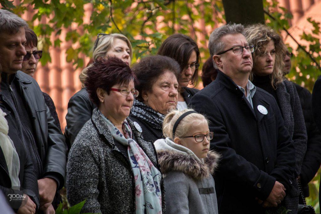 3100.hu Fotó: Középen az egyenes ági Knézich leszármazott salgótarjáni Szarvas család a somoskői megemlékezésen