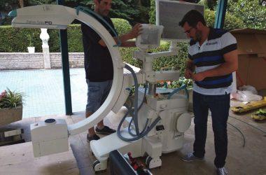Az urológia új sebészeti képerősítő (C-íves) berendezése, amellyel nagy pontossággal végezhetőek a műtéti beavatkozások (Fotó: Szent Lázár Megyei Kórház)