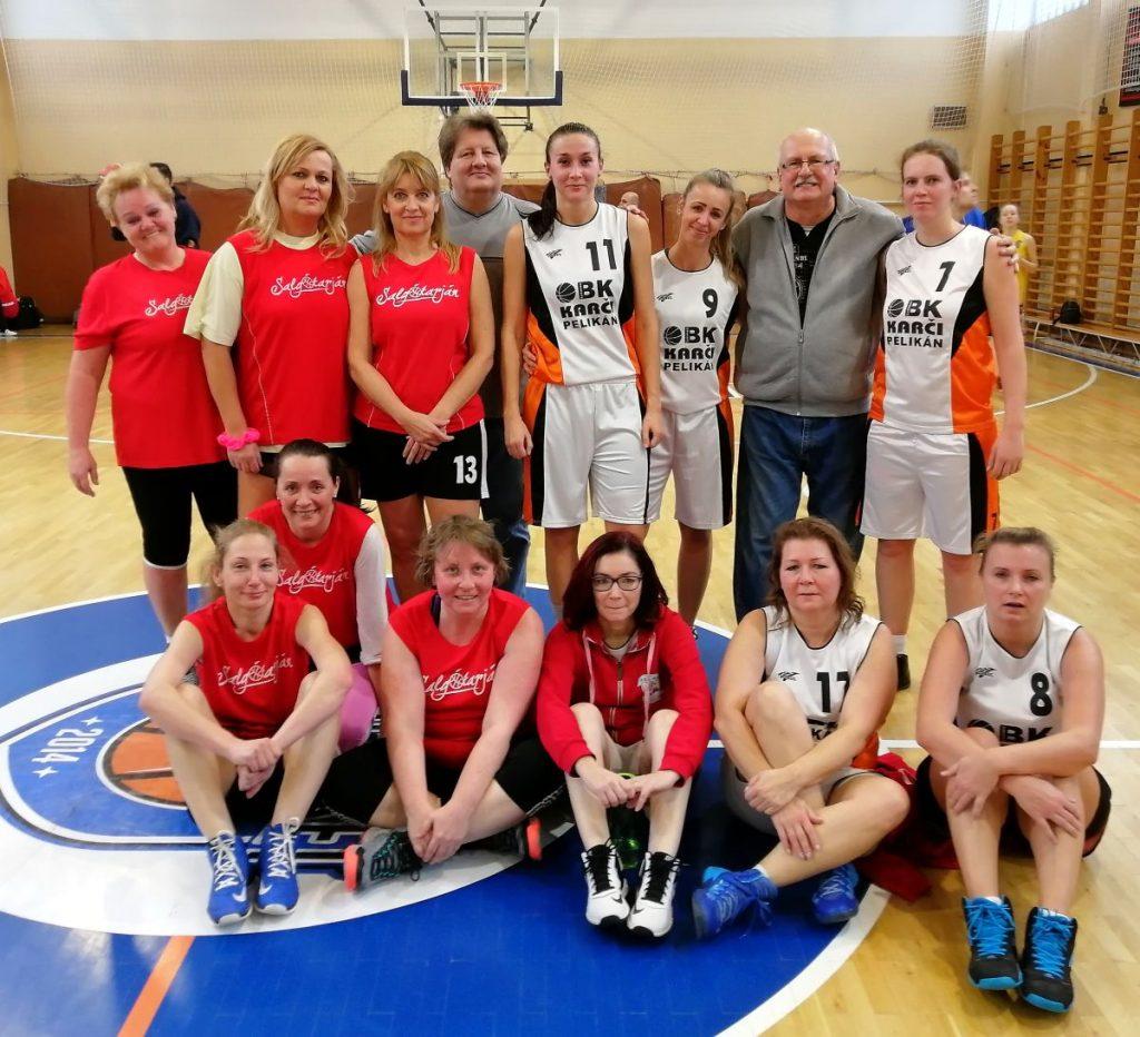 A losonci BK Karči Pelikán együttese (fehér mezben) 33-22-re legyőzte a salgótarjáni hölgyeket (piros mezben) (Fotó: Dúzs M. Gergely)
