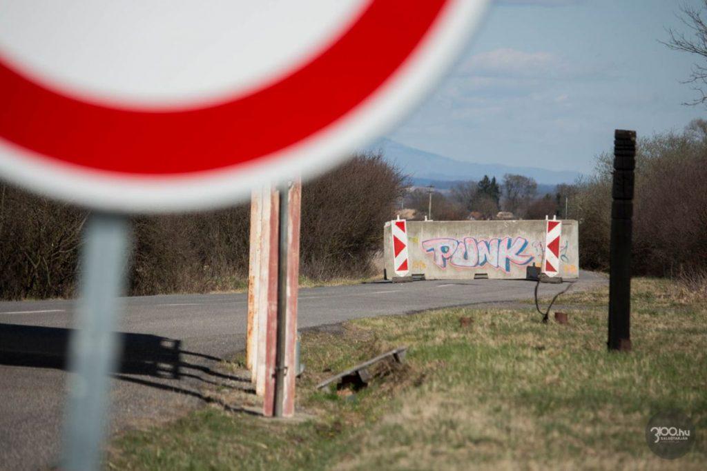 3100.hu Fotó: Lezárt határátkelőhely Ipolytarnóc és Kalonda között