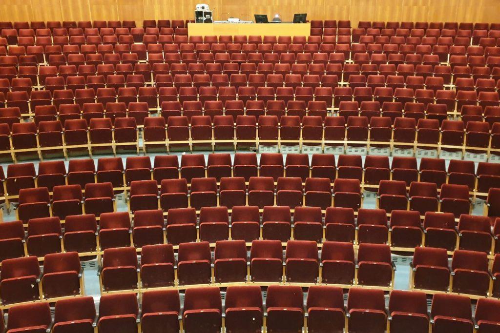 Üres nézőtér Salgótarjánban (Fotó: Zenthe Ferenc Színház)