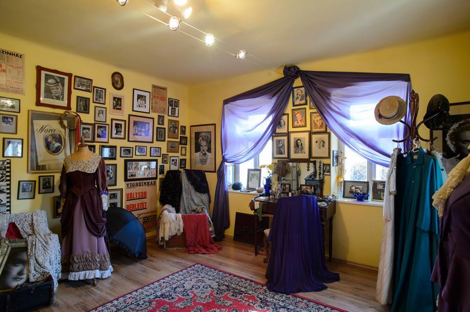 A mohorai Tolnay Klári Emlékház kiállításainak részlete, még a koronavírus-járvány miatti bezárás előtt (Fotó: Tolnay Klári Emlékház)
