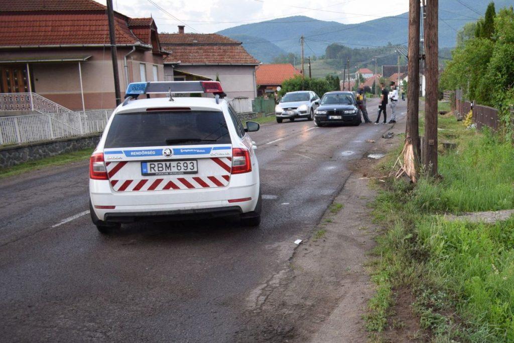 Villanyoszlopnak ütközött autó Karancsalján, június elején (Fotó: Nógrád Megyei Rendőr-főkapitányság)