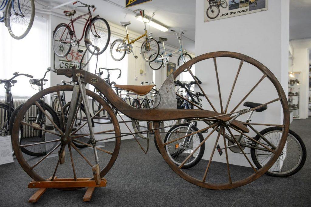 A balassagyarmati kerékpármúzeum kiállításának részlete (Fotó: MTI/Komka Péter)