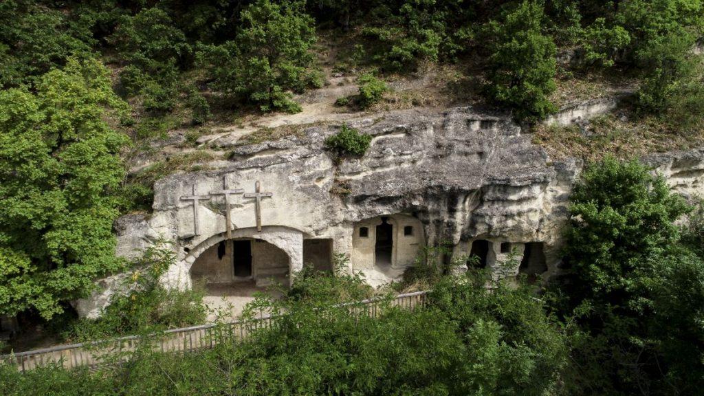 Remetebarlangok a nemzeti emlékhellyé nyilvánított mátraverebély-szentkúti kegyhelyen (Fotó: MTI/Komka Péter)