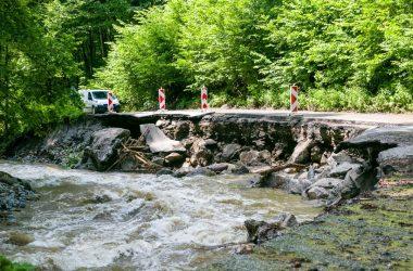 Elmosta az eső a Murányalja és Murányhuta közötti utat (Fotó: Besztercebánya Megye Önkormányzata)