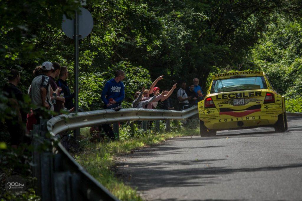 3100.hu Fotó: Egy hónappal ezelőtt a Zabar és Domaháza között egy Rally3 futammal indult újra a térségi raliélet a koronavírus-járványhoz kapcsolódott korlátozások feloldását követően. Már ott is több ezren voltak a pálya szélén, az érdeklődésre a Salgó Rally esetében sem lehetett panasz.