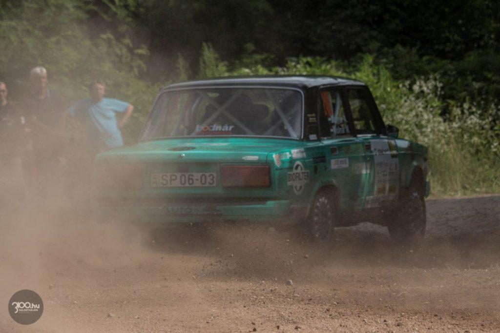 3100.hu Fotó: A Rally1 92 párosából 60, a Rally2 63 indulójából 29, a Historic 17-es mezőnyéből 15 párosnak sikerült célba érkeznie. Összességében a Salgó Rally 172 indulójából 104 teljesítette a futamot. Sok néző örömére a rekordszámú R5-ös autó mellett azért még a Ladák uralták a mezőnyt, összesen 42 volt belőlük.