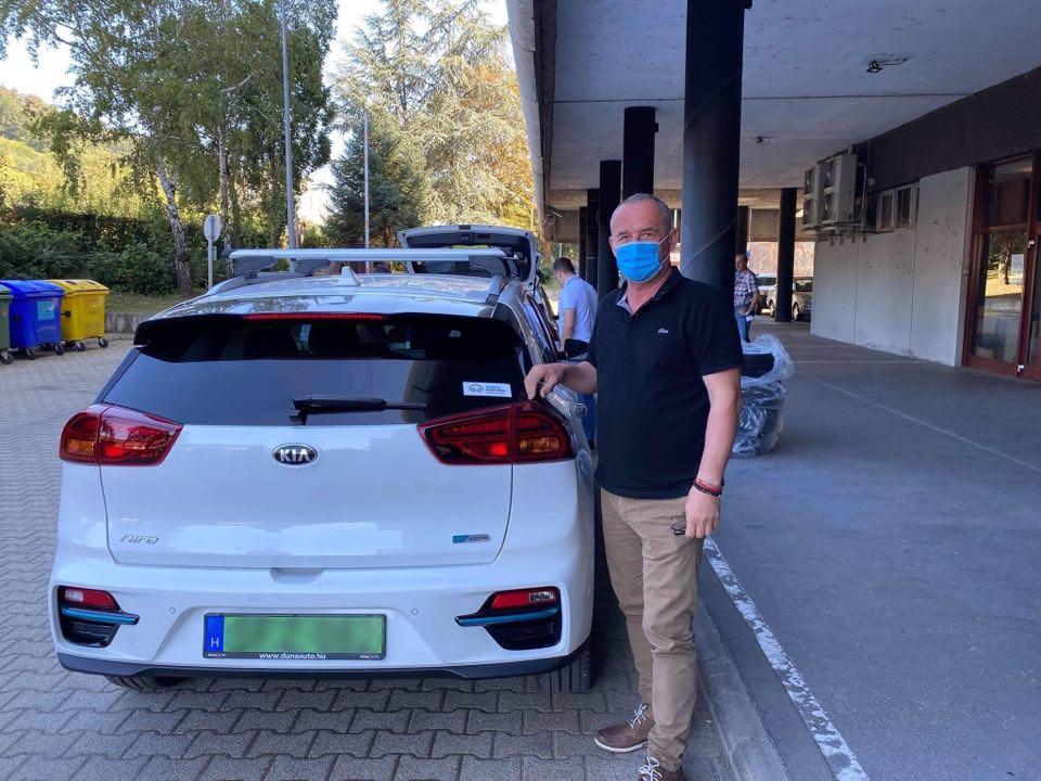 Megérkeztek az új elektromos autók Salgótarjánba (Fotó: Salgótarján Facebook oldala)