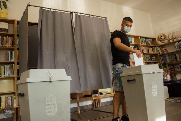 3100.hu Fotó: Voksoló a zagyvarónai Bátki József Közösségi Házbantalálható 14-es számú szavazókörben, 2020. szeptember 6-án