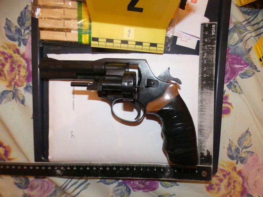A rendőrök fegyvereket és lőszereket is lefoglaltak (Fotó: Nógrád Megyei Rendőr-főkapitányság)