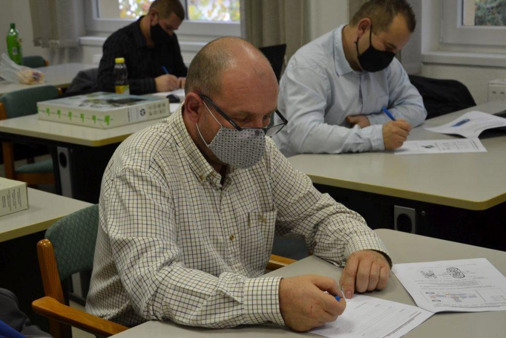 Gyakorlati foglalkozások, elméleti és gyakorlati vizsgák pillanatképei a 2020-as mesterképzésről (Fotó: Nógrád Megyei Kereskedelmi és Iparkamara)