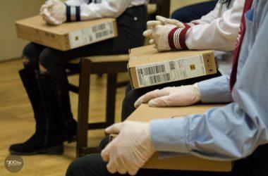 3100.hu Fotó: Negyven nógrádi diák kapott laptopokat a HTTP Alapítványtól