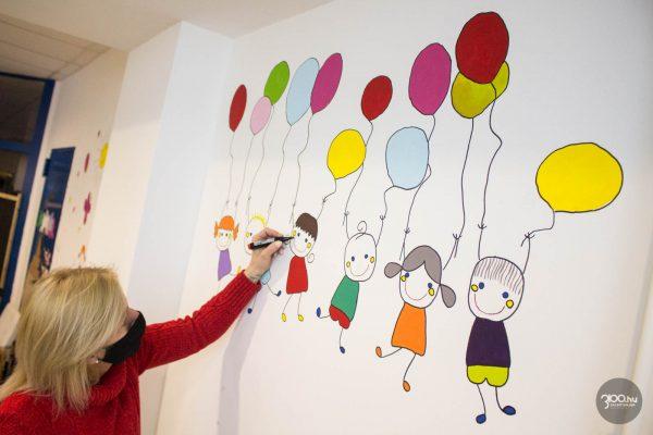 3100.hu Fotó: A Salgótarjáni Rendezvény- és Médiaközpont munkatársai közös tervezés után együtt valósítják meg a Kölyökzug festését