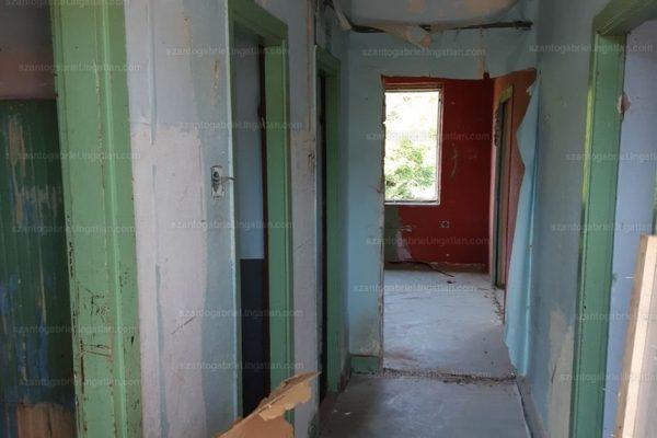 A Zöldfa úti lakás belső tere, mely 2020 legolcsóbbja volt az egyik meghatározó ingatlanhirdető portálon (Fotó: ingatlan.com)