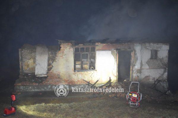 Halálos tűzeset Taron (Fotó: Nógrád Megyei Katasztrófavédelmi Igazgatóság)