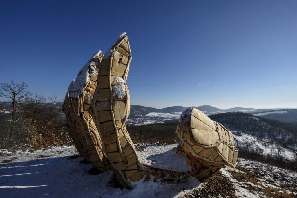 A kezet formázó kilátó Felsőtold közelében található (Fotó: MTI/Komka Péter)