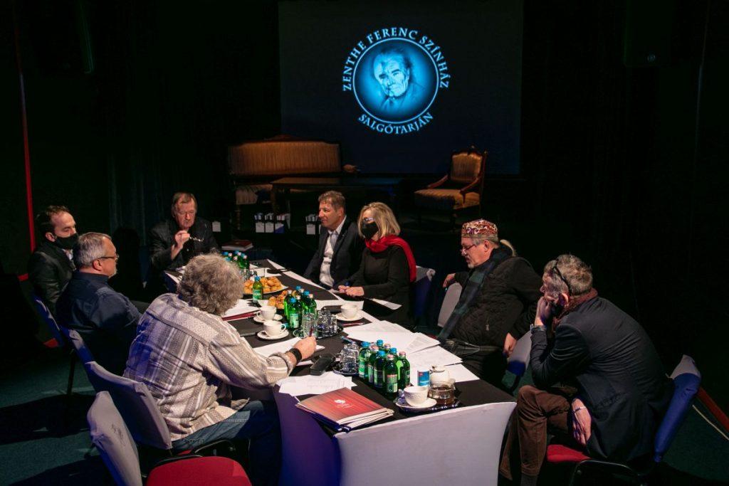 A bírálóbizottság ülése (Fotó: Lorkó Dávid/Zenthe Ferenc Színház)