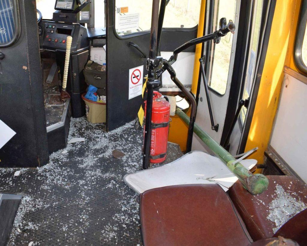 A szalagkorlát fölé szerelt csőkorlát az utastérbe fúródott, ez okozta a férfi halálát (Fotó: Nógrád Megyei Rendőr-főkapitányság)