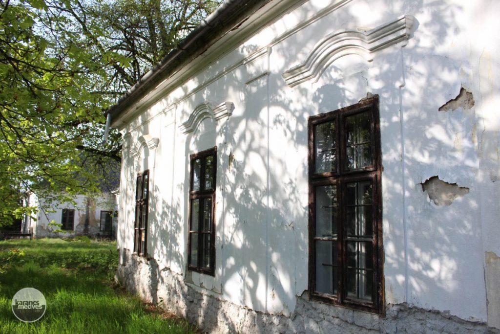 A Benczúr-kúria a felújítás előtt (Fotó: karancs-medves.info/Kéri István)