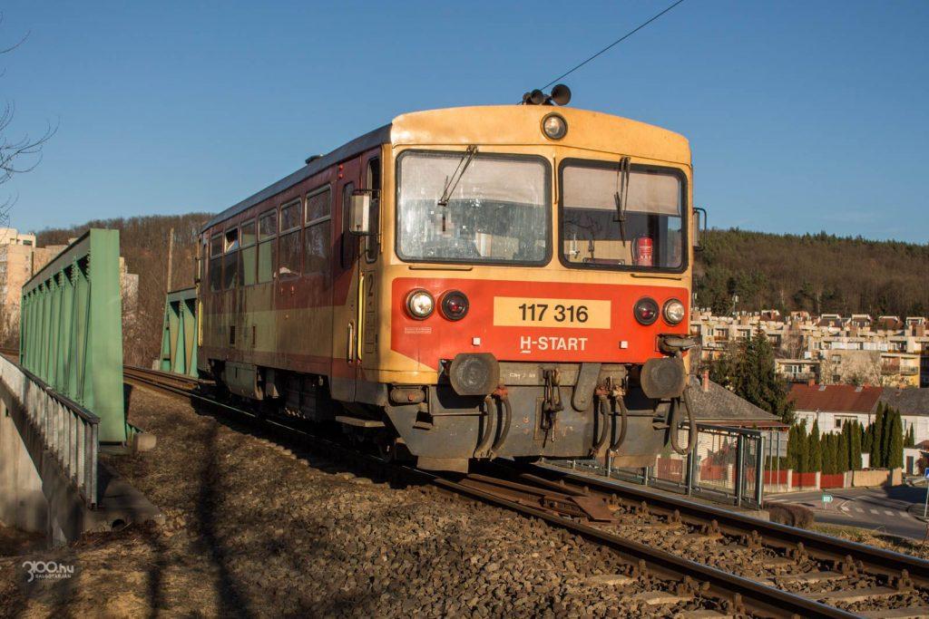 3100.hu Fotó: Szélsőséges eset, de olykor egyetlen motorkocsi jelenti a személyvonatot a vonalon