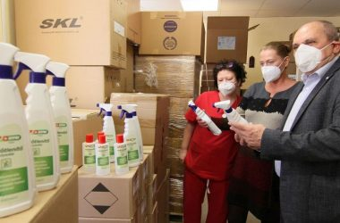 Adomány fertőtlenítőszerek érkeztek a Nógrád megyei kórházakba (Fotó: Szent Lázár Megyei Kórház/Gyurkó Péter)