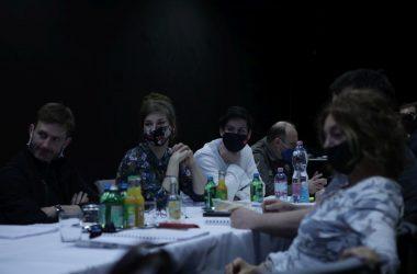 A Tanítónő című darab olvasópróbája a Zenthe Szalonban (Fotó: Zenthe Ferenc Színház)