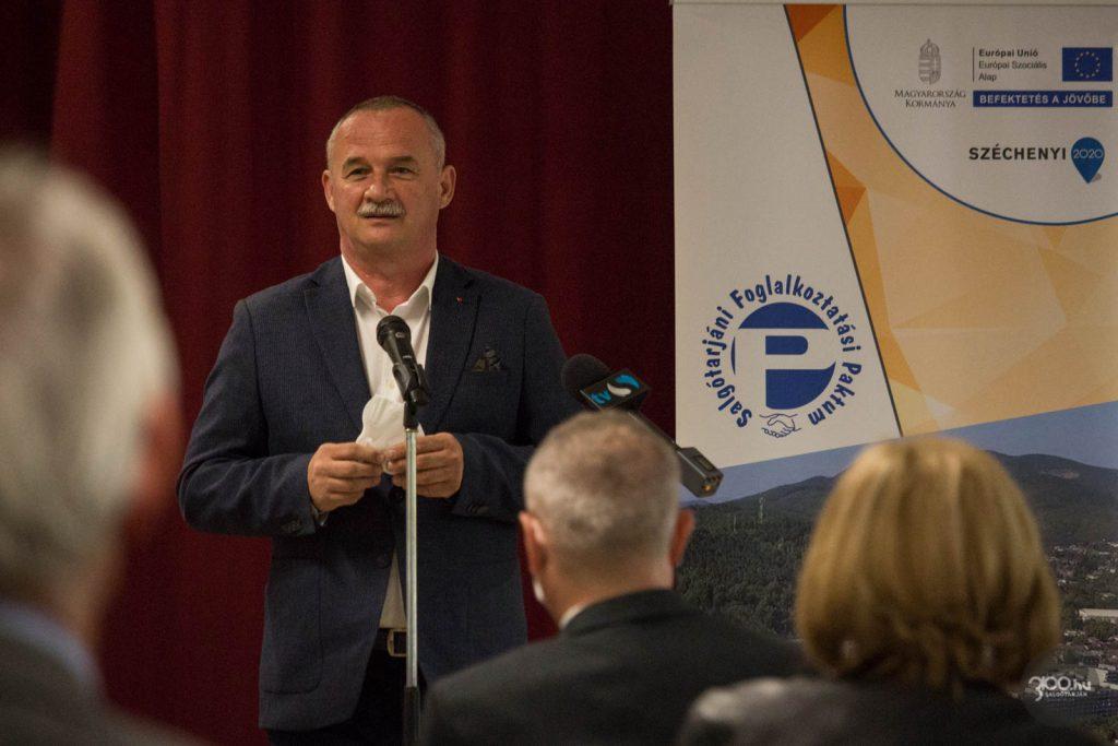 3100.hu Fotó: Fekete Zsolt, Salgótarján polgármestere a paktumot értékelő rendezvényen