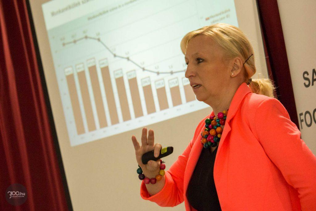 3100.hu Fotó: Hágen Tímea Katalin, az Innovációs és Technológiai Minisztérium Foglalkoztatási Szolgálat Főosztályának vezetője, a foglakoztatási paktumok szakértője a projekt záróeseményén