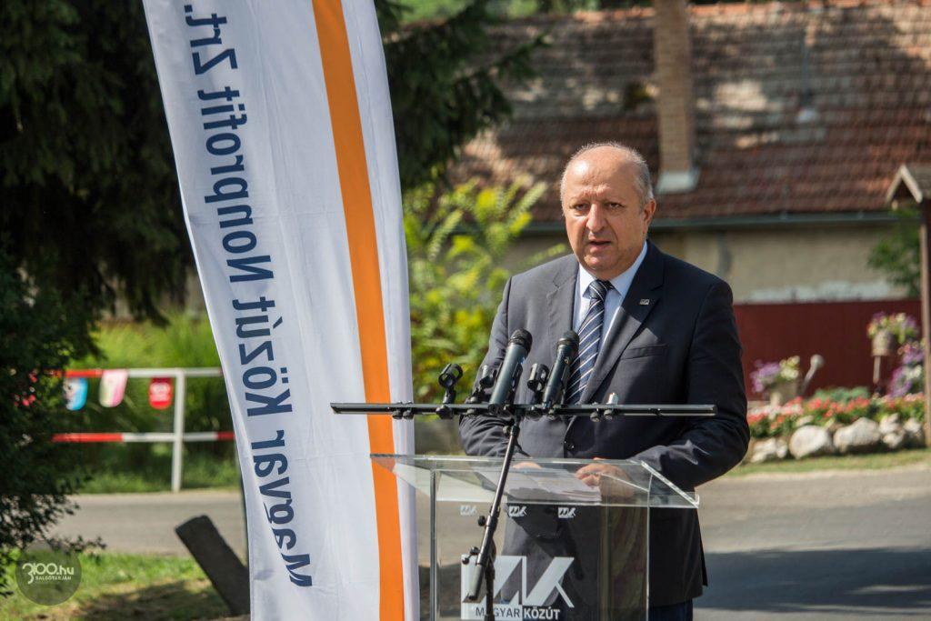 3100.hu Fotó: Lehel Zoltán, a Magyar Közút Nonprofit Zrt. Nógrád megyei igazgatója az útátadó eseményen