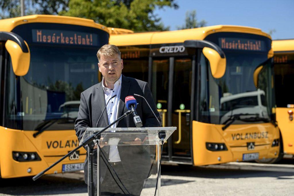 Kameniczky Ákos, a Volánbusz Zrt. forgalmi és kereskedelmi főigazgatója az új autóbuszok átadóján (Fotó: Volánbusz Zrt.)