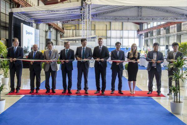 Ünnepélyes keretek között hivatalosan is átadták a SungEel HiTech Hungary Kft. bátonyterenyei gyárát. (Fotó: MTI/Komka Péter)