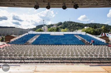 3100.hu Fotó: A 820 fős mobil nézőtér Salgótarján Fő terén