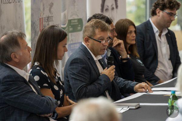 3100.hu Fotó: Simon Lajos igazgató a Zenthe Ferenc Színház 2021/2022-es évadát megnyitó társulati ülésen