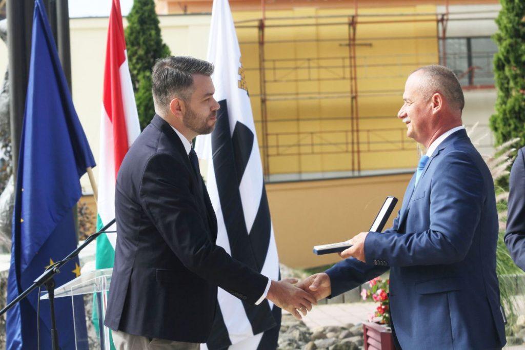 Kéri István, a 3100.hu alapítója és Fekete Zsolt polgármester (Fotó: Gyurkó Péter)