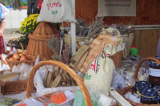 Kézműves termékek egy korábbi kiállításról (Fotó: Varsány Község Önkormányzata)