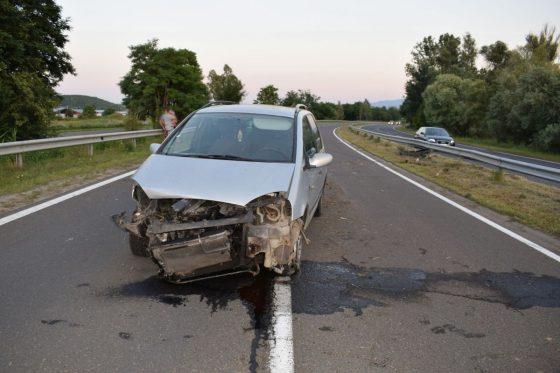 Baleset a 21-es számú főúton Salgótarján határában 2020. június 23-án. Itt a sofőr sérült meg, akivel szemben az alkalmazott alkoholszondás ellenőrzés pozitív eredménnyel zárult. (Fotó: Nógrád Megyei Rendőr-főkapitányság)